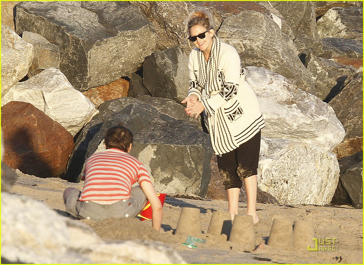 kate hudson matt bellamy beach 05