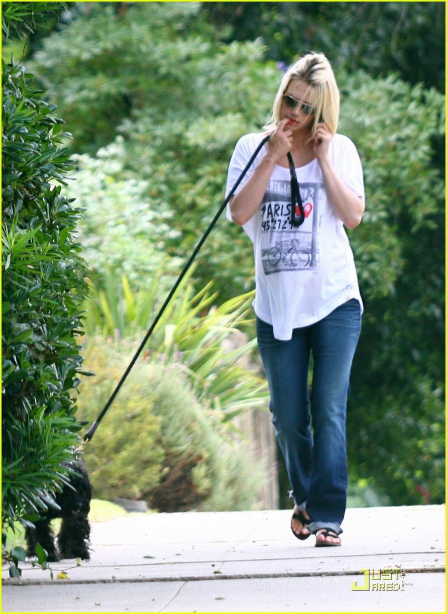 january jones walks dog 09