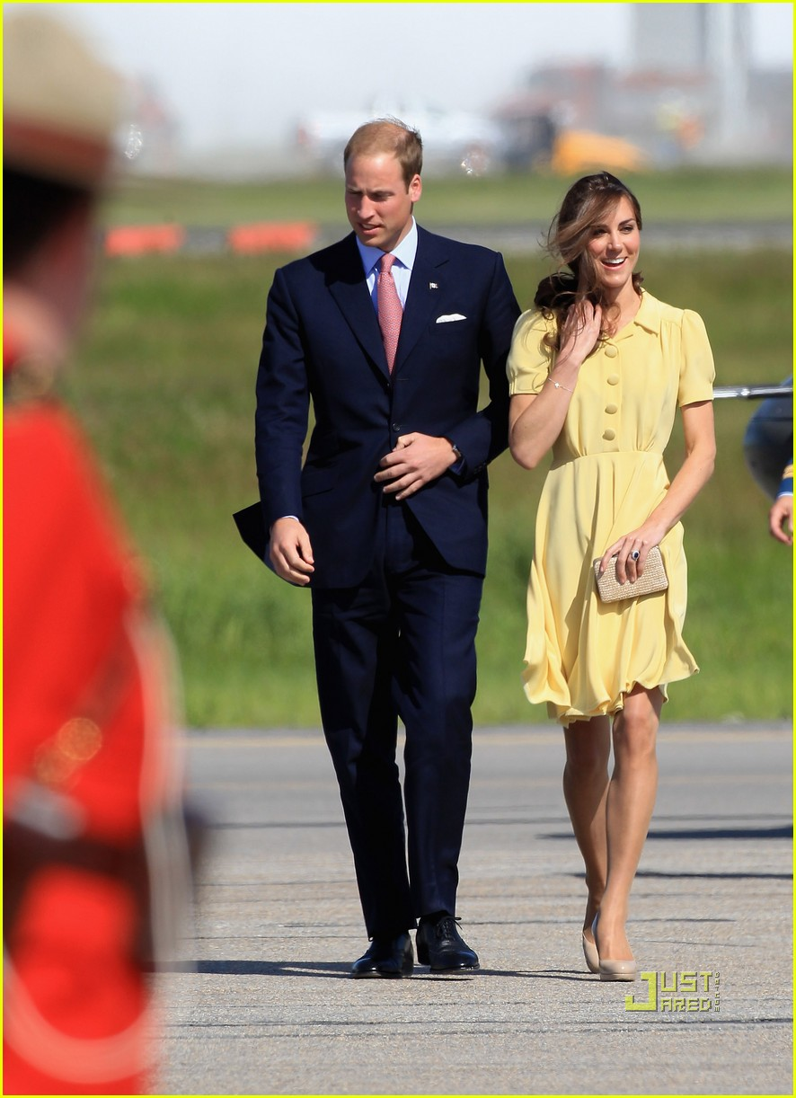 prince william kate calgary airport 03