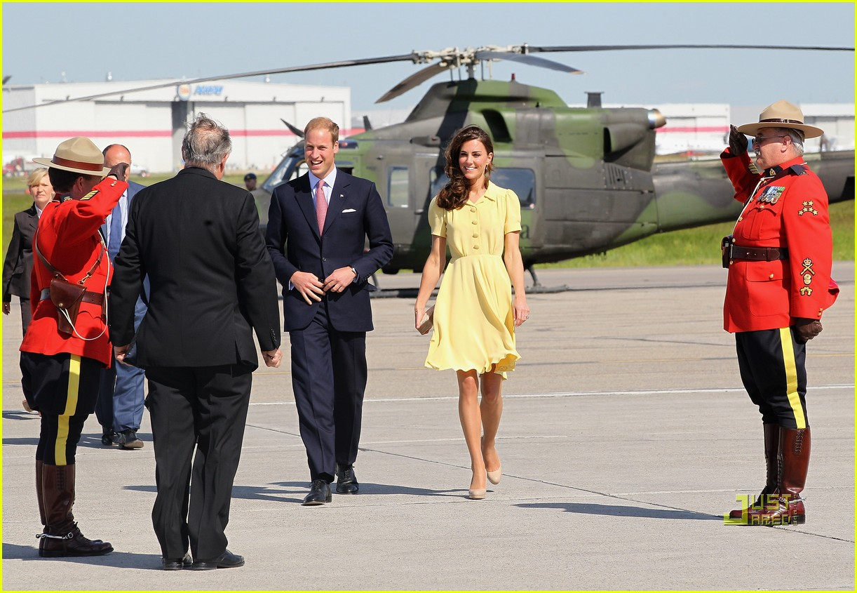 prince william kate calgary airport 15