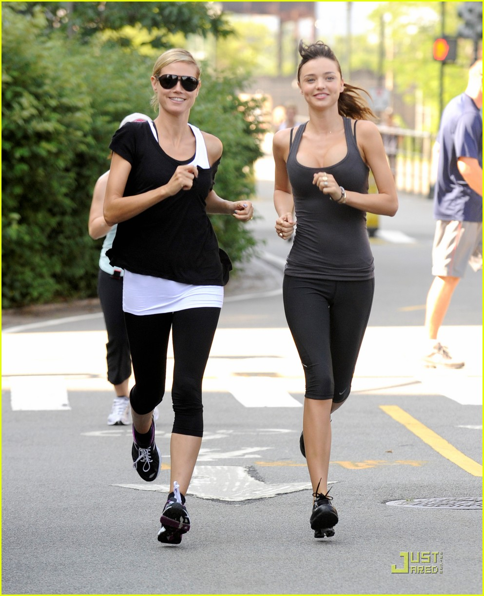 miranda kerr aol summer run with heidi klum 01