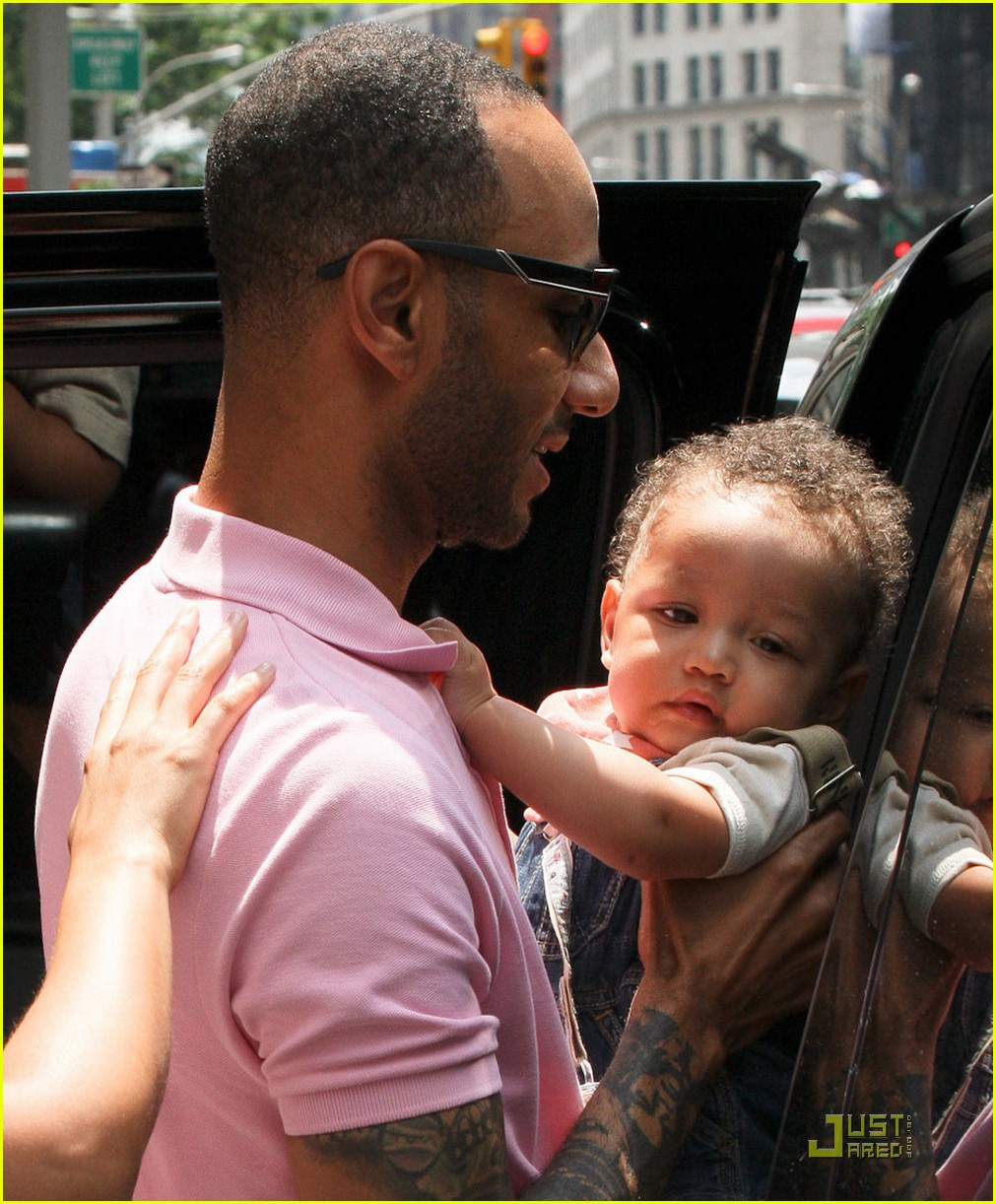 alicia keys swizz beatz nyc stroll with egypt 02