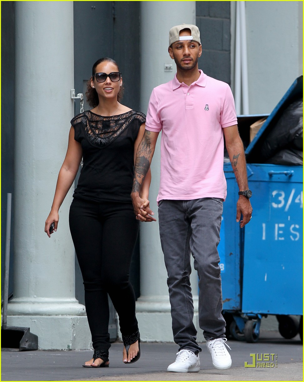 alicia keys swizz beatz nyc stroll with egypt 03