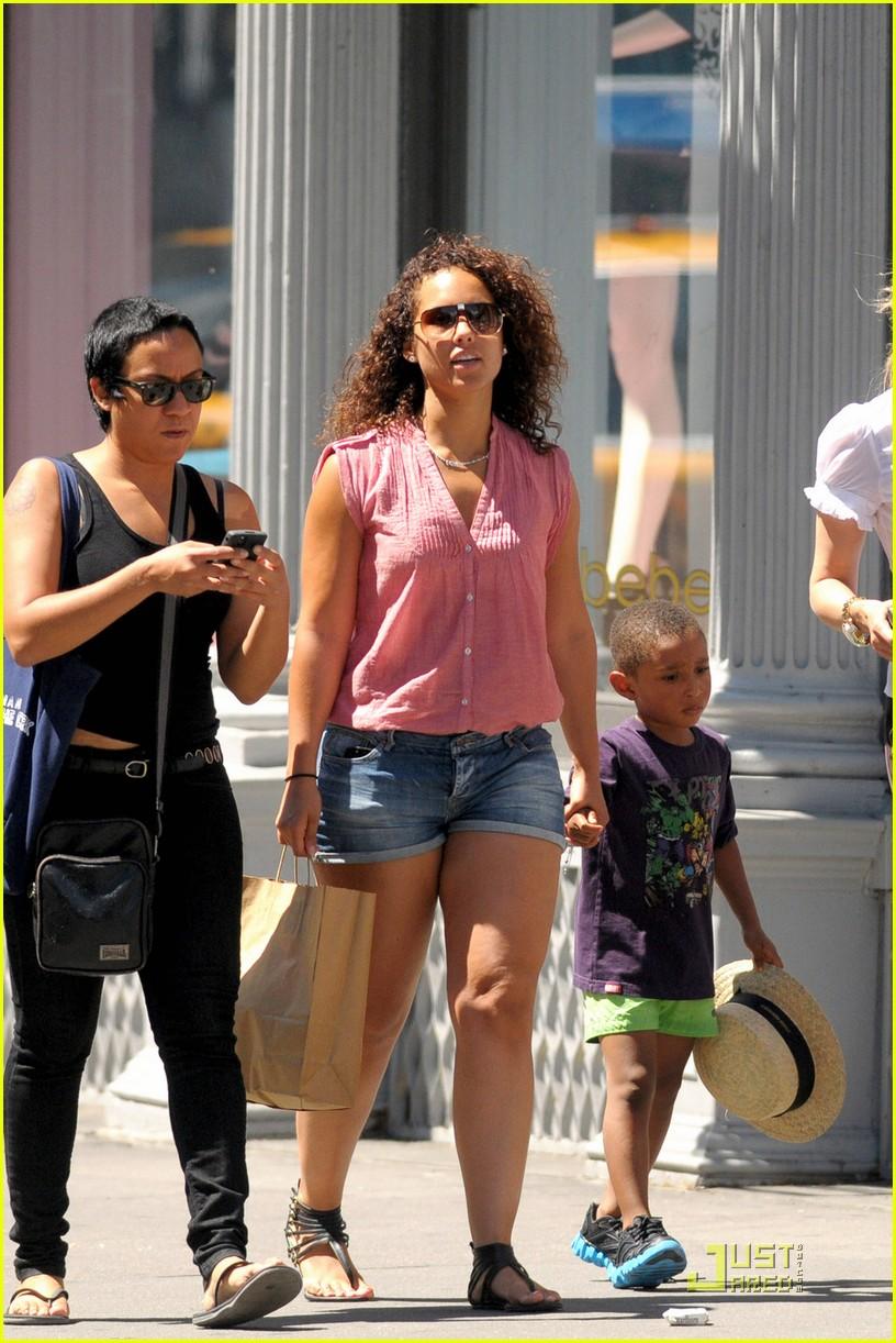 Alicia Keys: Soho Stroll With Egypt & Kasseem!: Photo