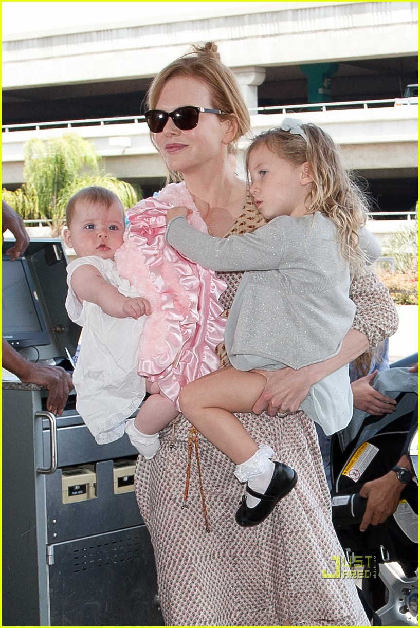 nicole kidman sunday faith lax airport 03