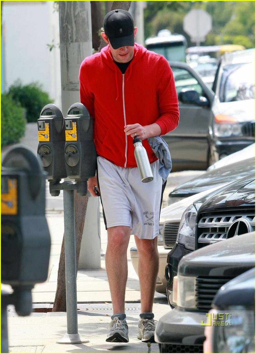 john krasinski red hoodie workout 01