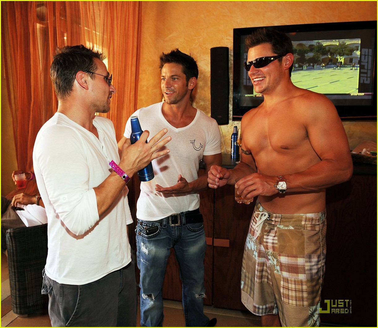 nick lachey shirtless bachelor party with 98 degrees guys 01