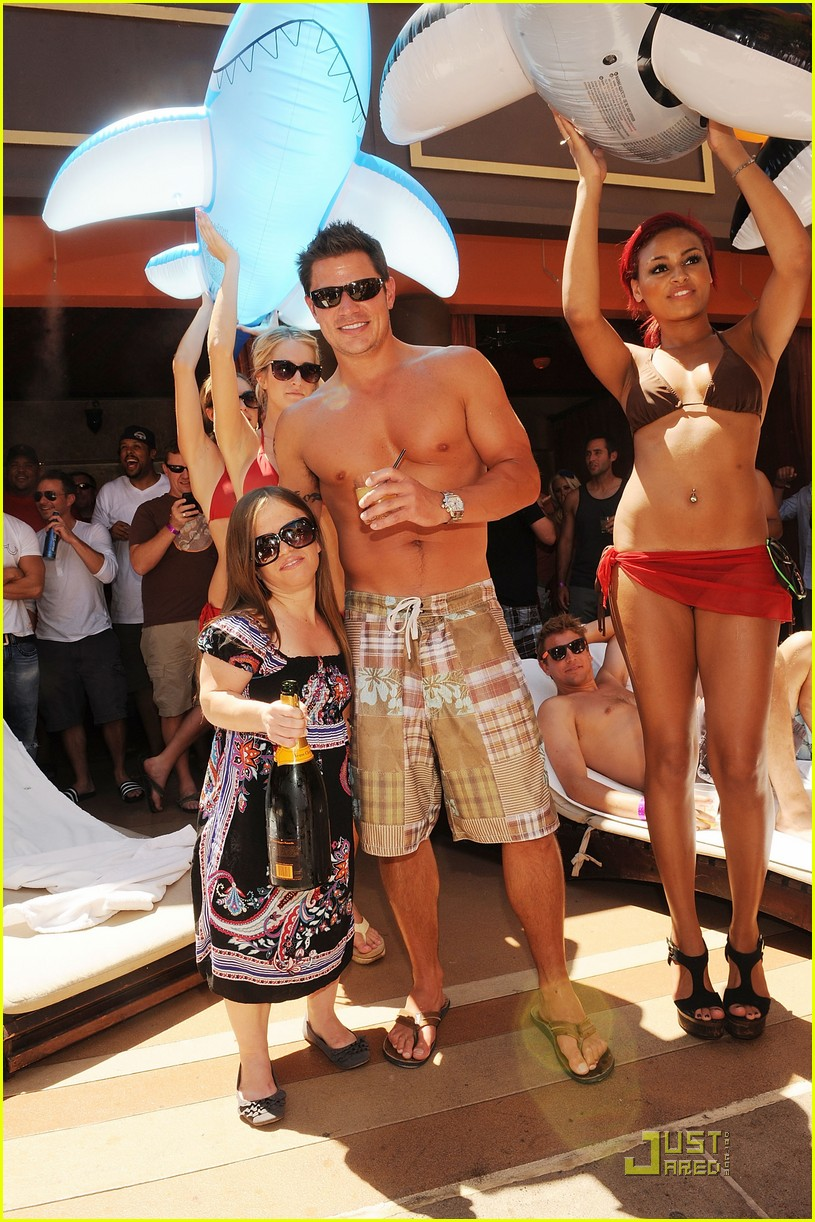 nick lachey shirtless bachelor party with 98 degrees guys 022557411