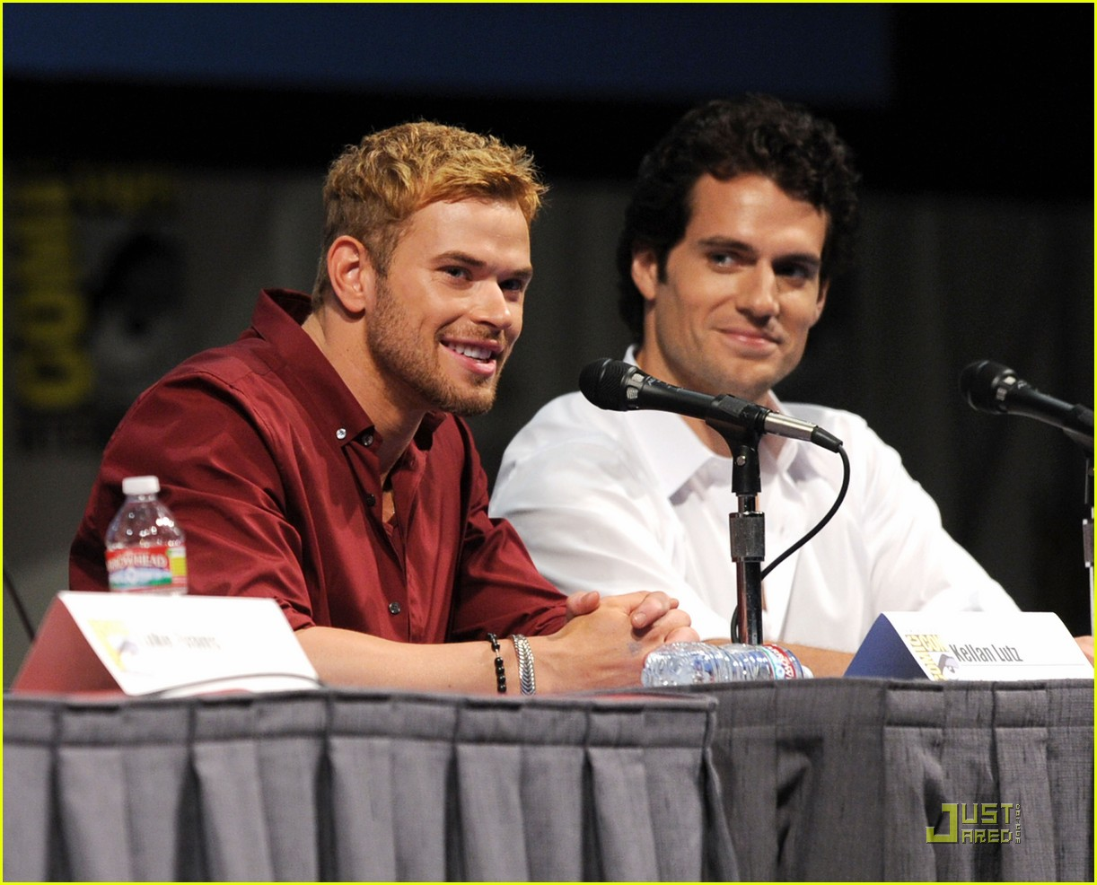 kellan lutz henry cavill immortals at comic con 01