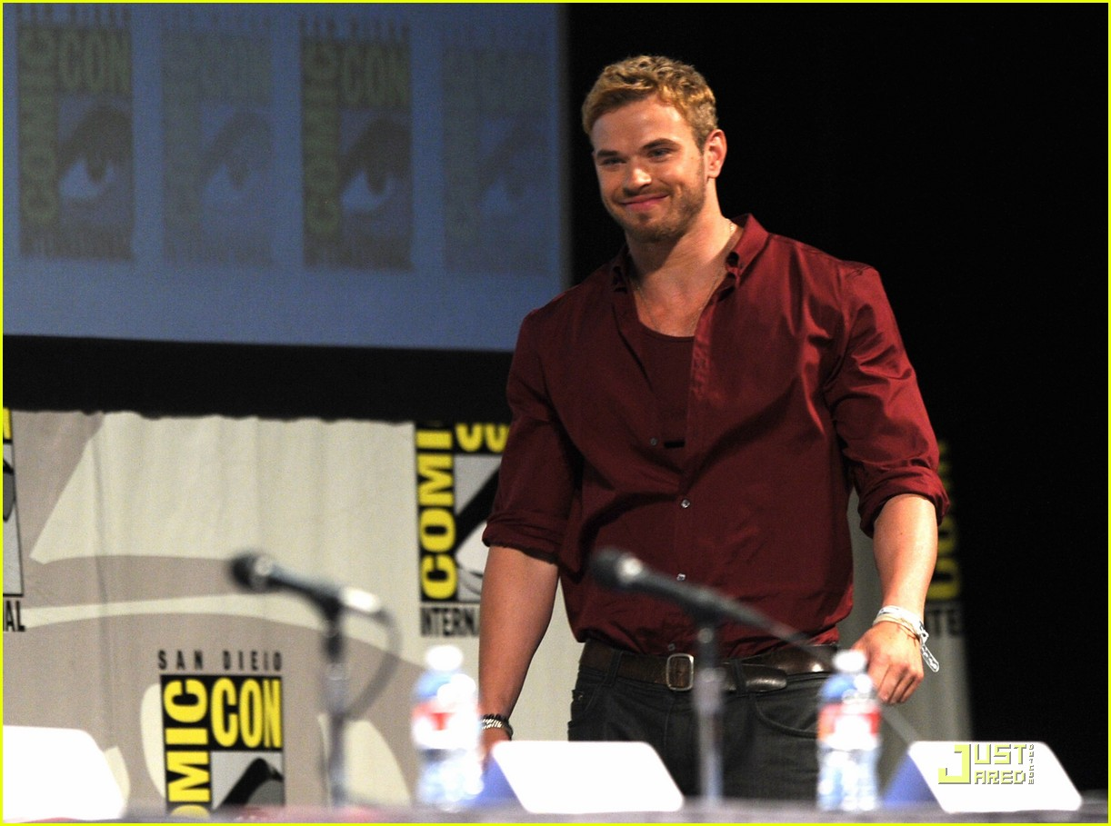 kellan lutz henry cavill immortals at comic con 07