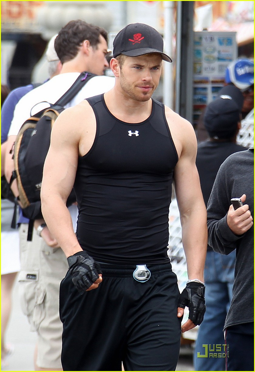 kellan lutz jogging biking 06