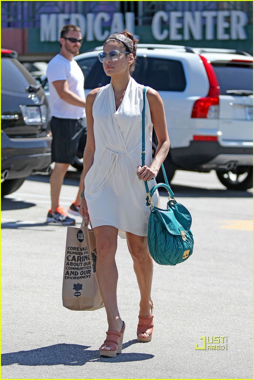 eva mendes grocery shopping 02