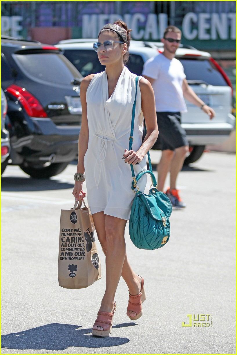 eva mendes grocery shopping 05