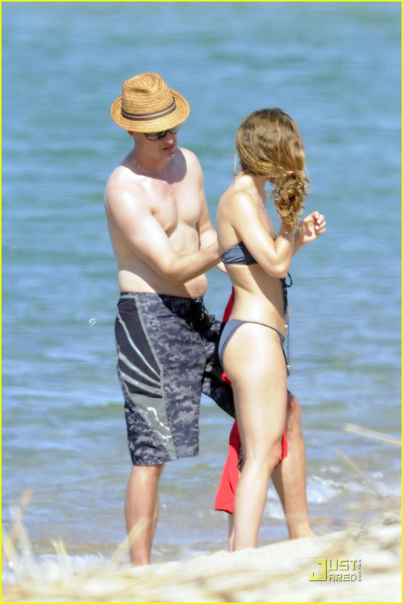 edward norton shirtless beach bod with shauna robertson 17