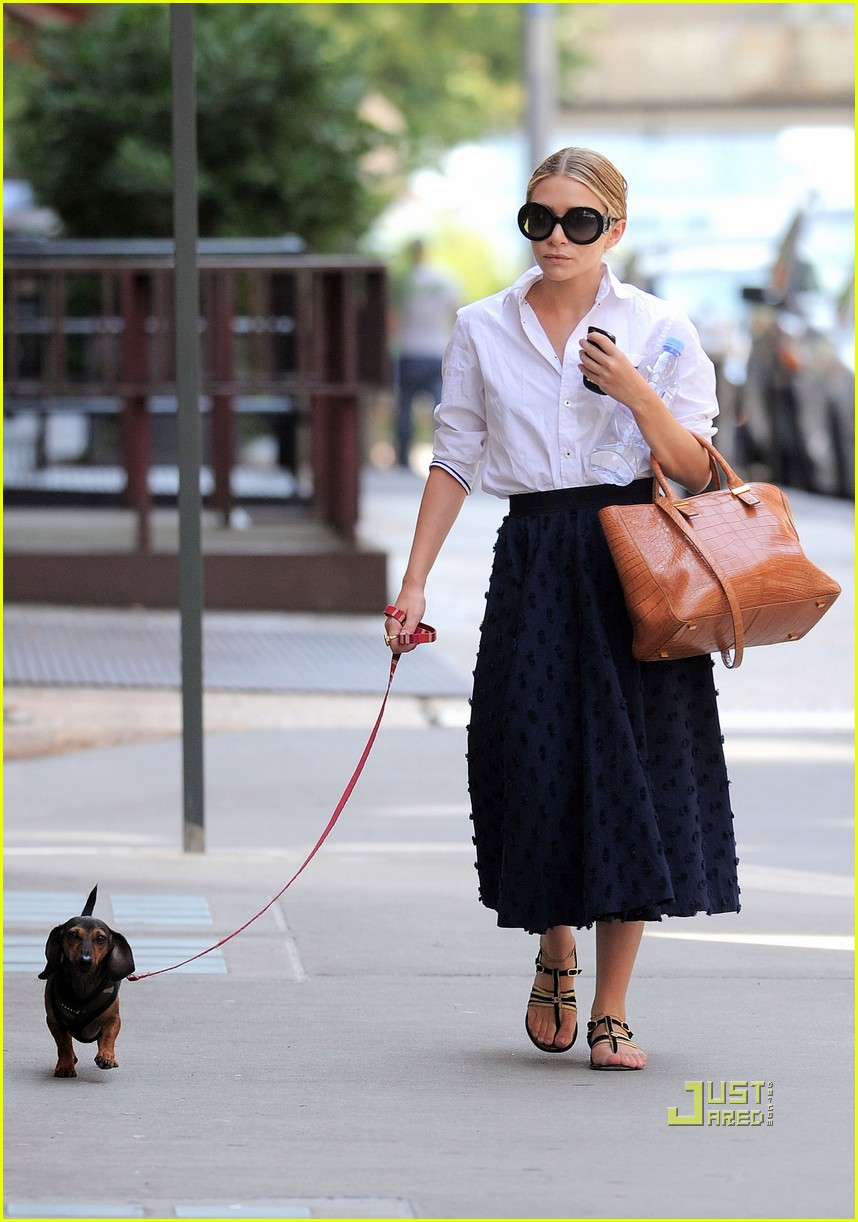 ashley olsen dachshund 042557961