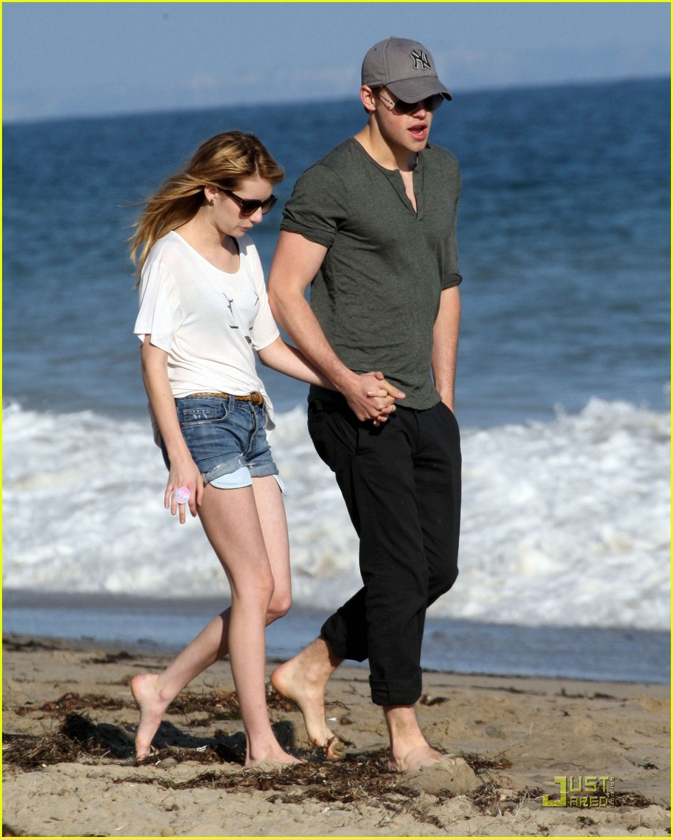chord overstreet emma roberts holding hands on the beach 03