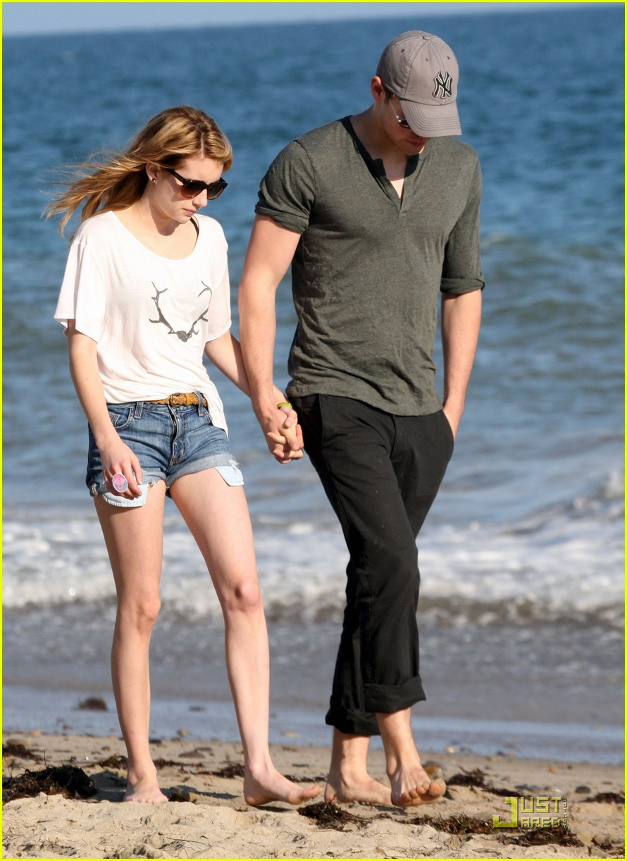 chord overstreet emma roberts holding hands on the beach 05