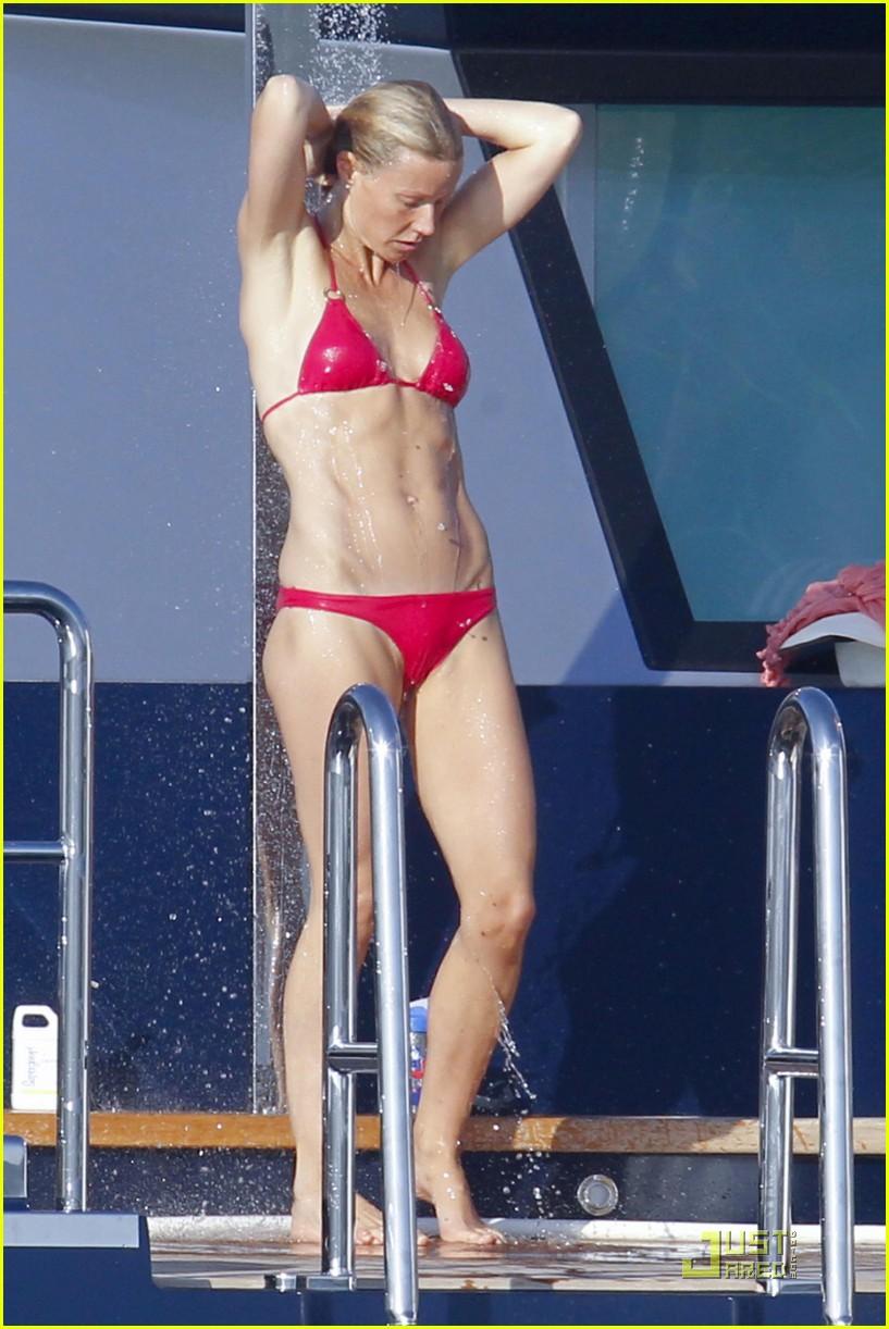 gwyneth paltrow bikini babe with apple moses 01