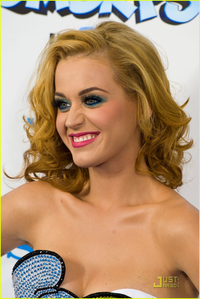 katy perry smurfette dress at smurfs premiere 02