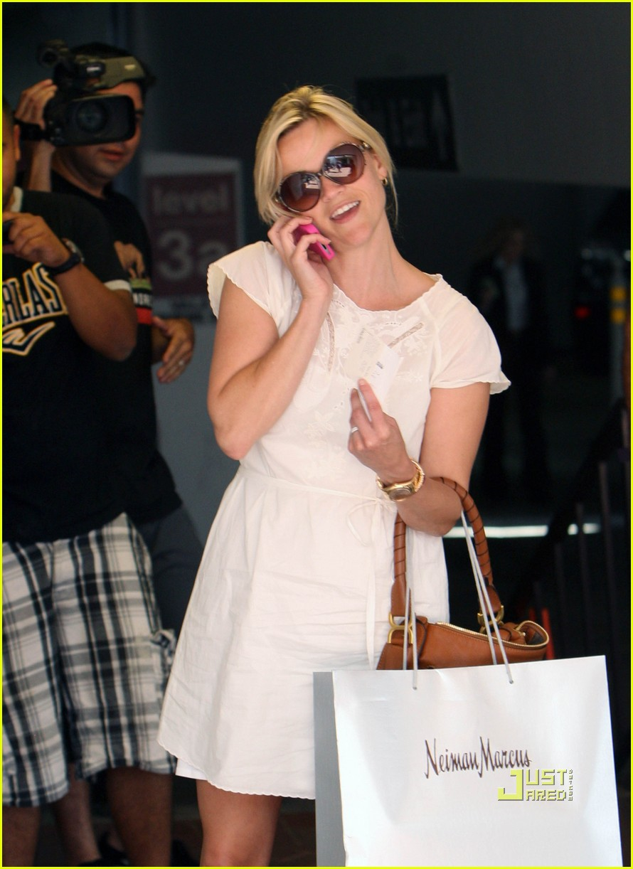 reese witherspoon neiman marcus shopping 05