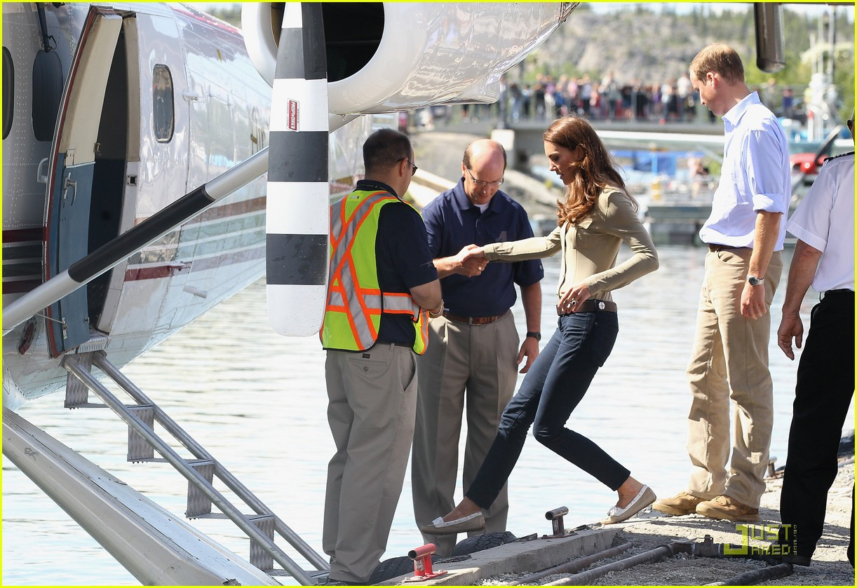 prince william kate middleton seaplane 10