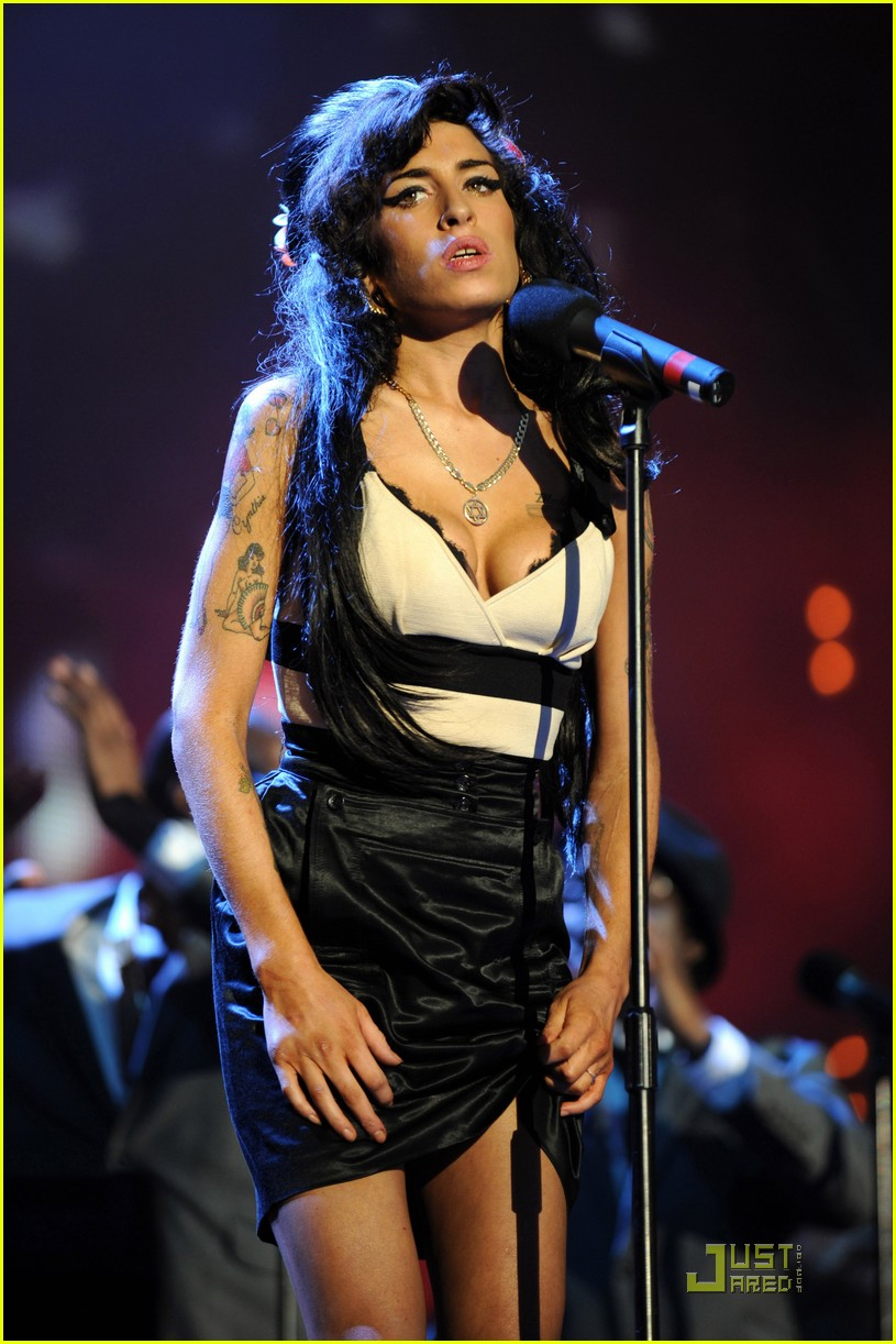 Full Sized Photo of amy winehouse last time stage 04 ... Amy Winehouse Die