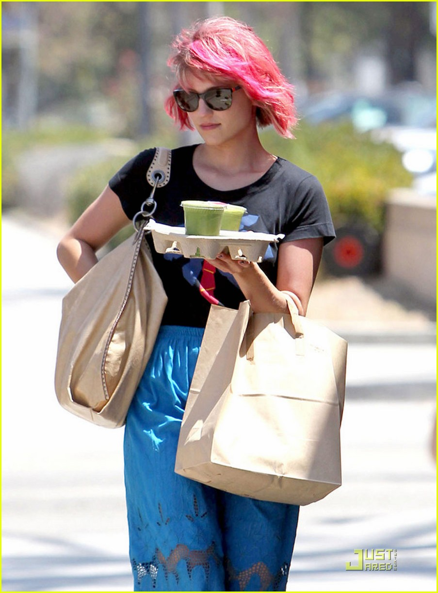 dianna agron back to pink hair 062571027