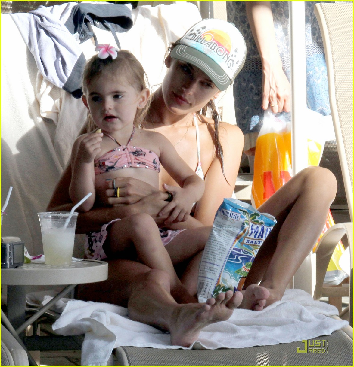 alessandra ambrosio hawaiian vacation with the family 022569522