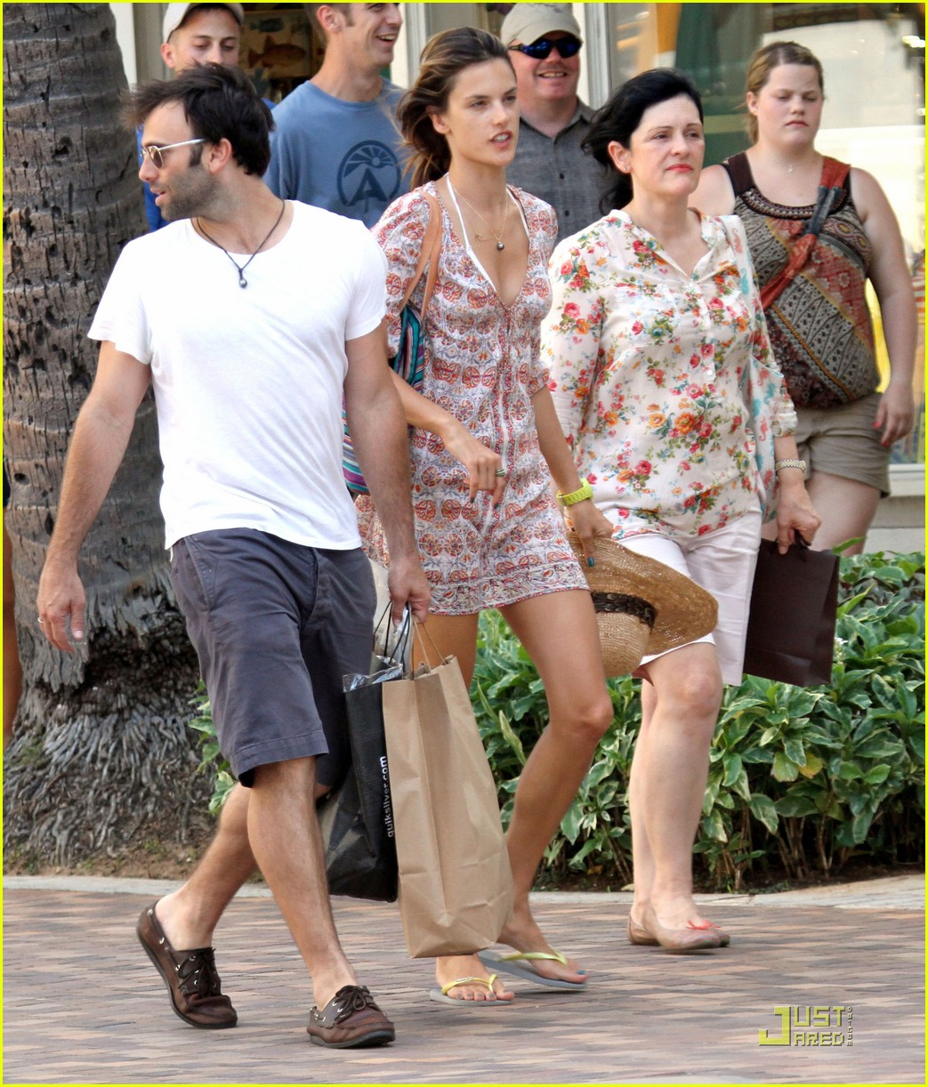 alessandra ambrosio hawaiian vacation with the family 08