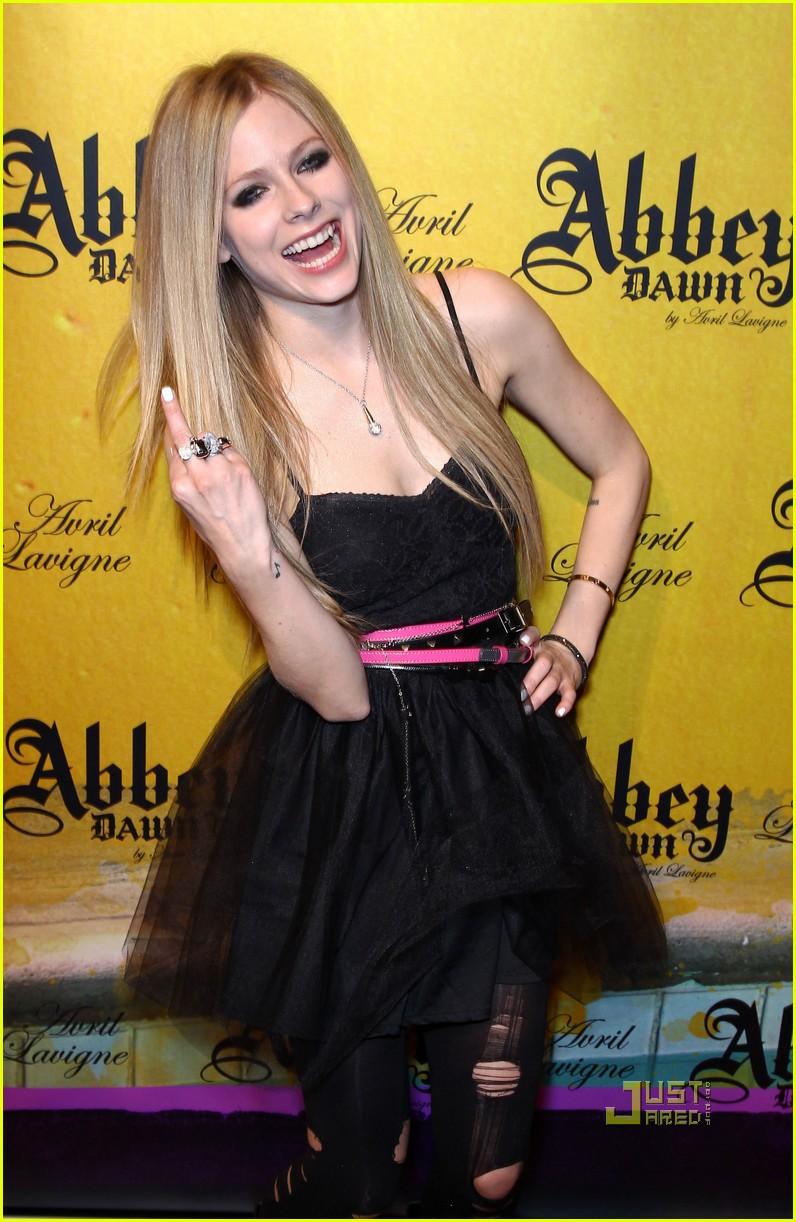 Full Sized Photo of av... Avril Lavigne