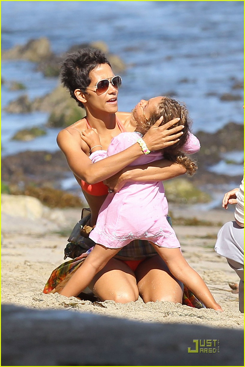 halle berry bikini birthday 01