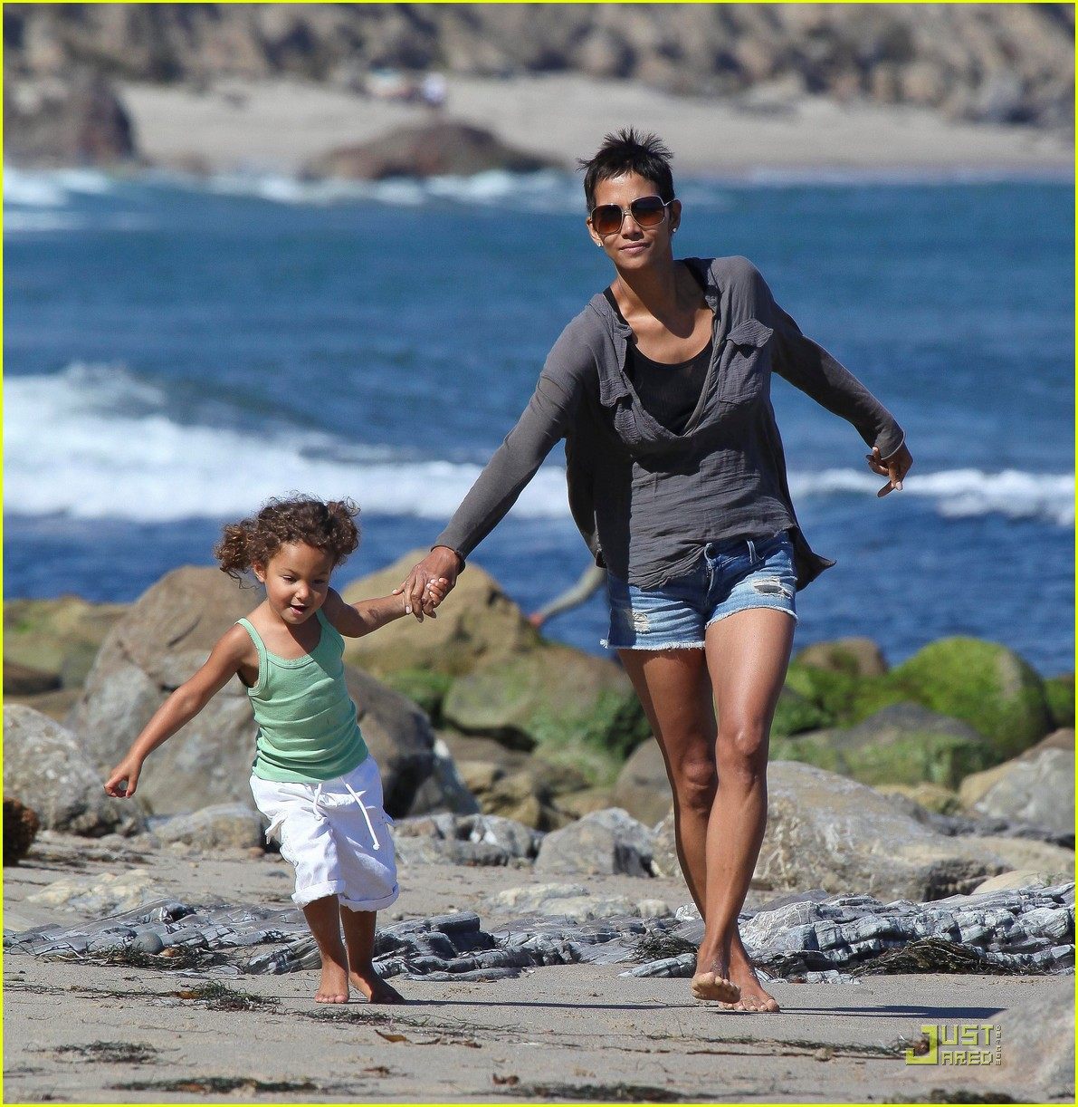 halle berry olivier martinez lunch with nahla 01