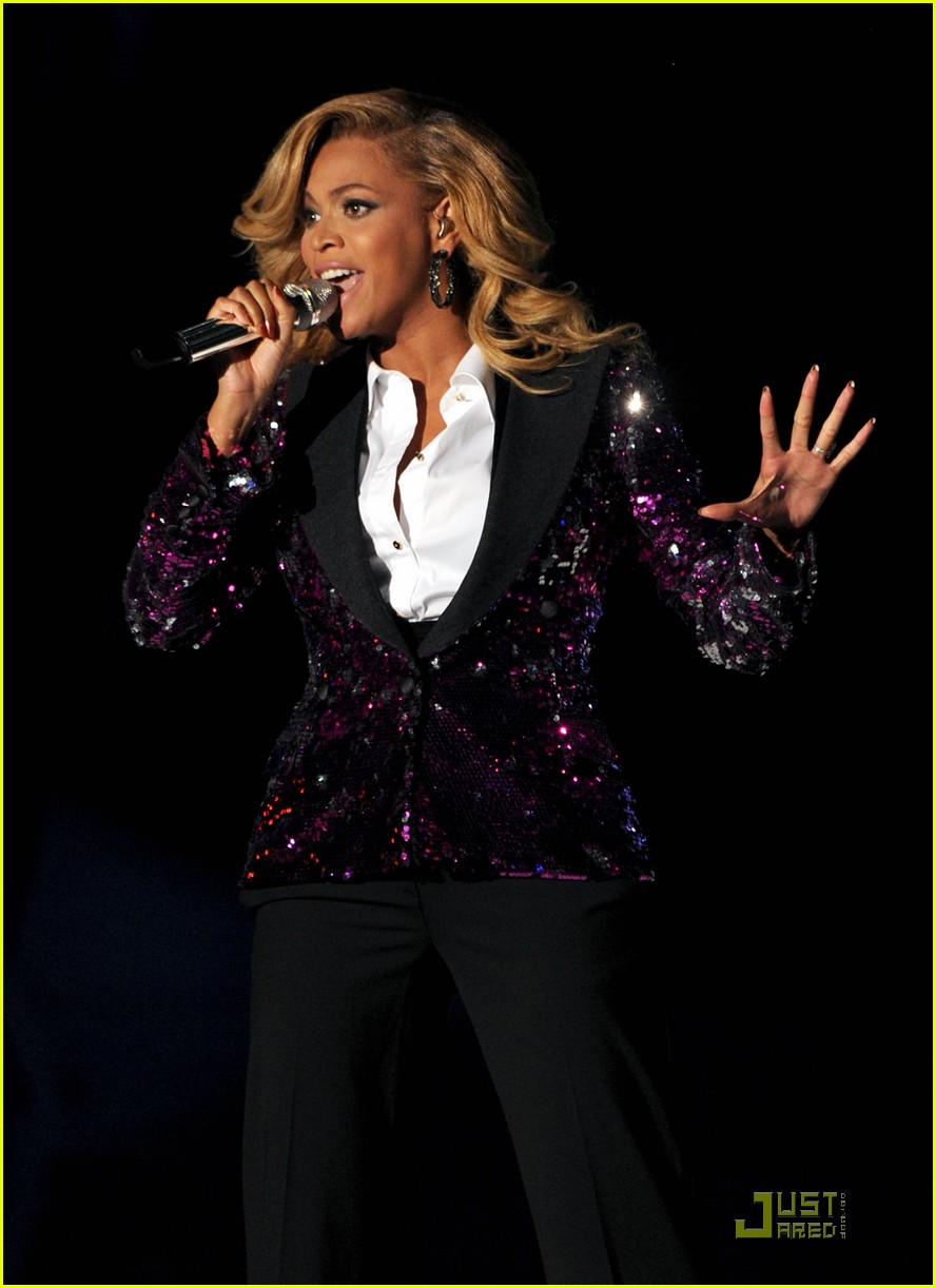 beyonce performs at vmas pregnant 04