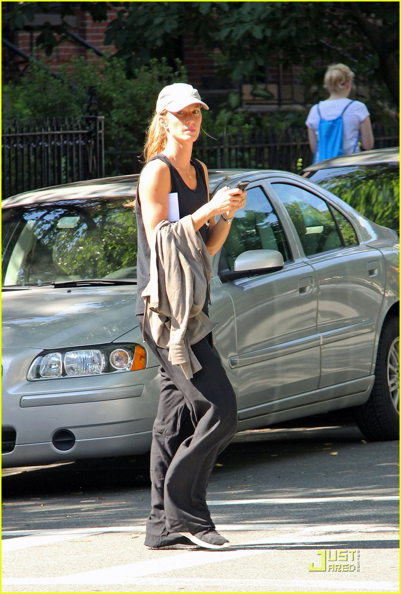 gisele bundchen works out 01