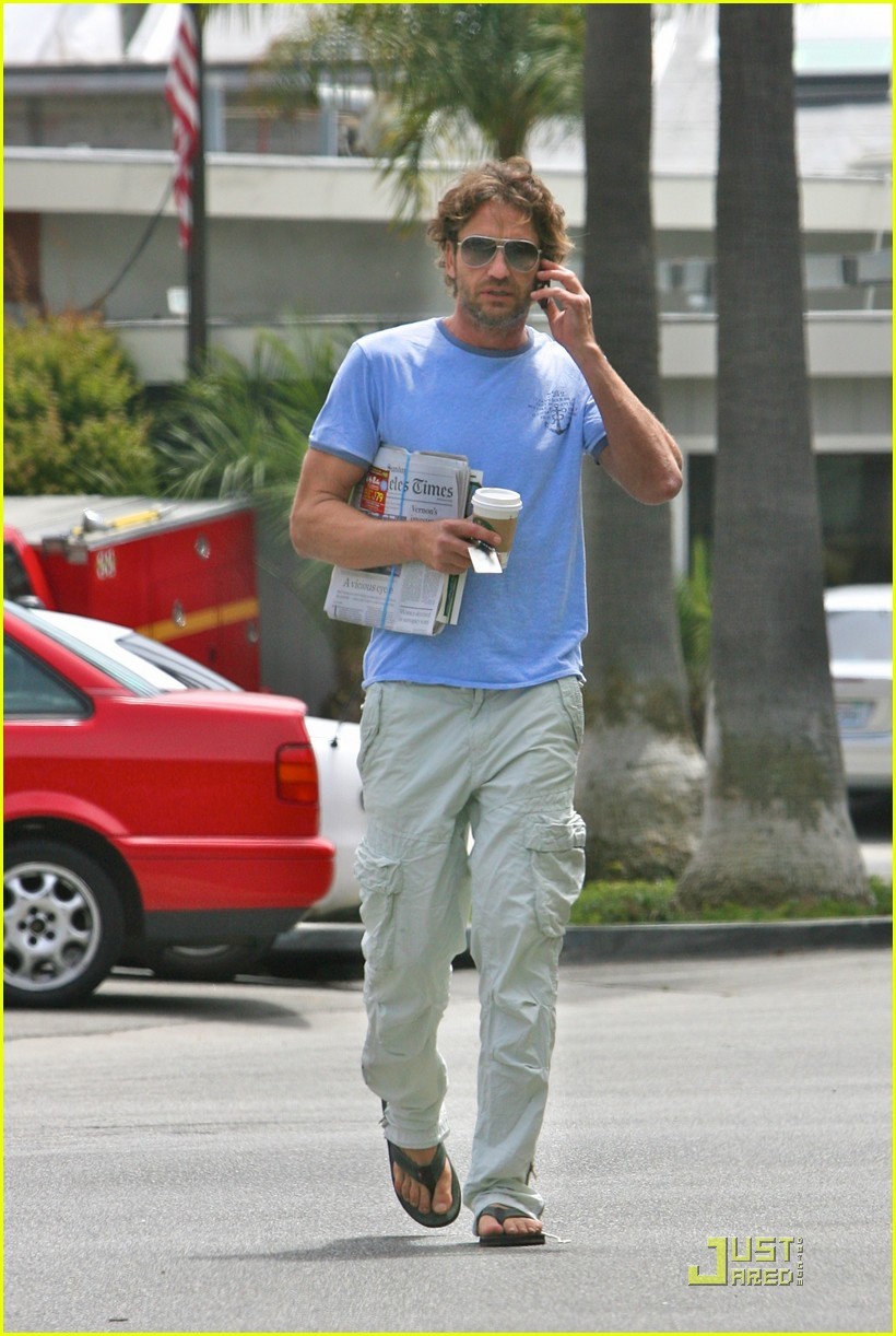 gerard butler surf coffee 04