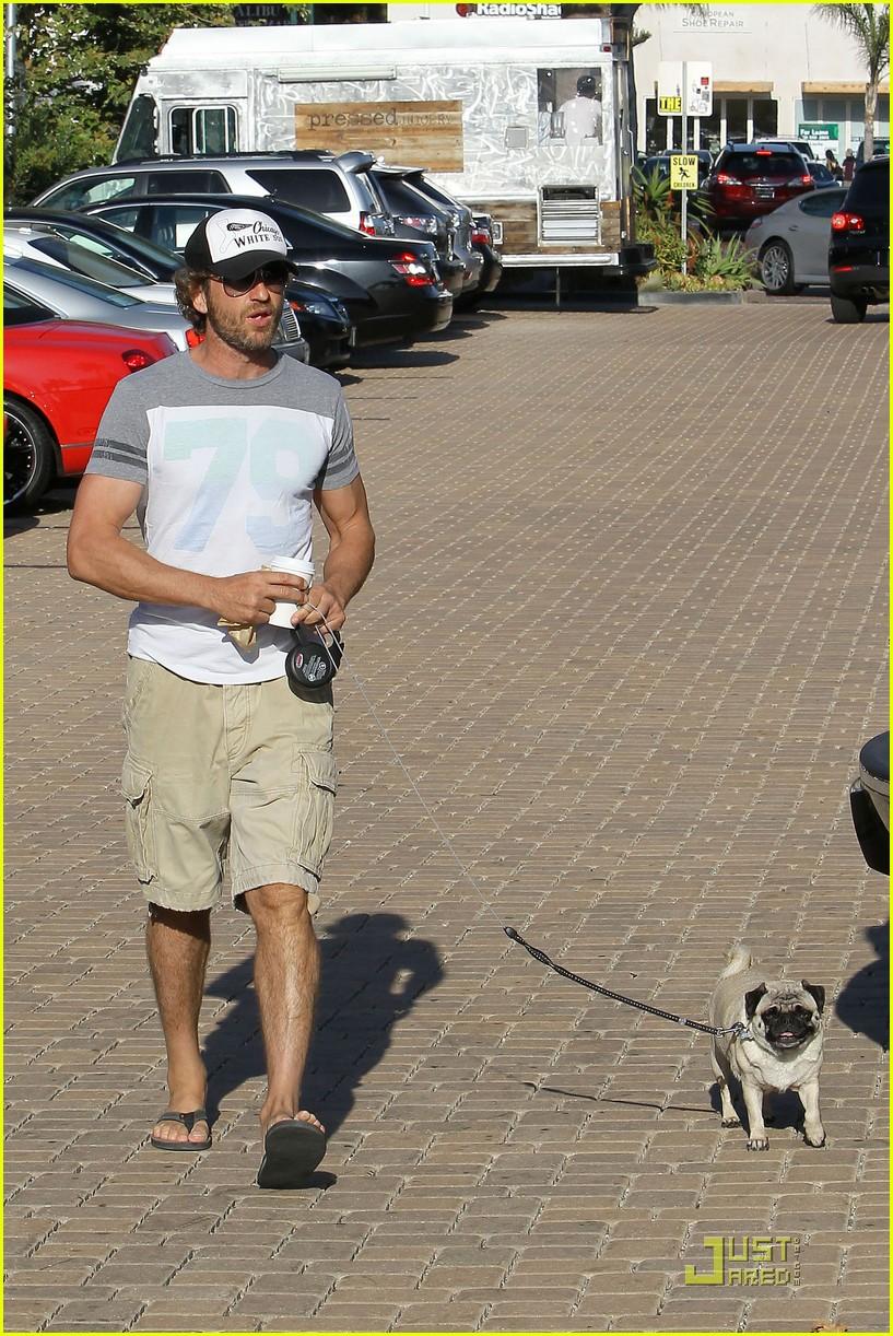 gerard butler walks pup 072574141