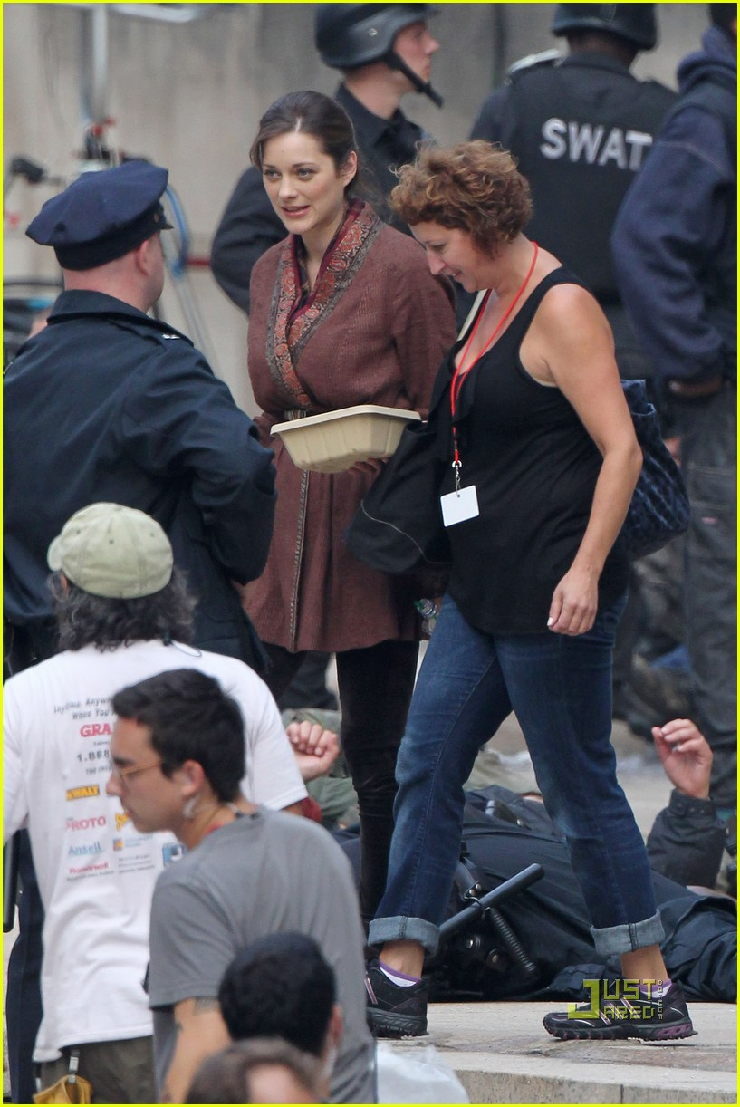 marion cotillard anne hathaway dark knight rises set 03