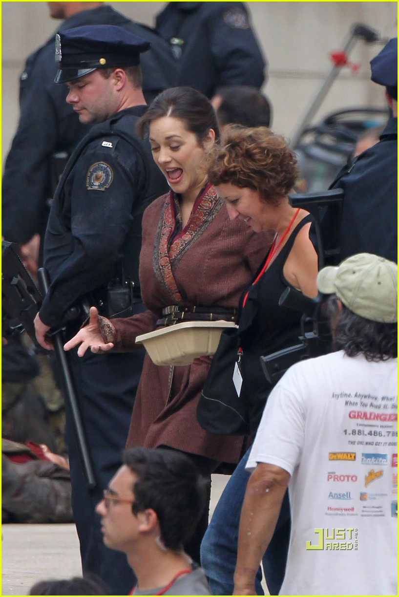 marion cotillard anne hathaway dark knight rises set 09