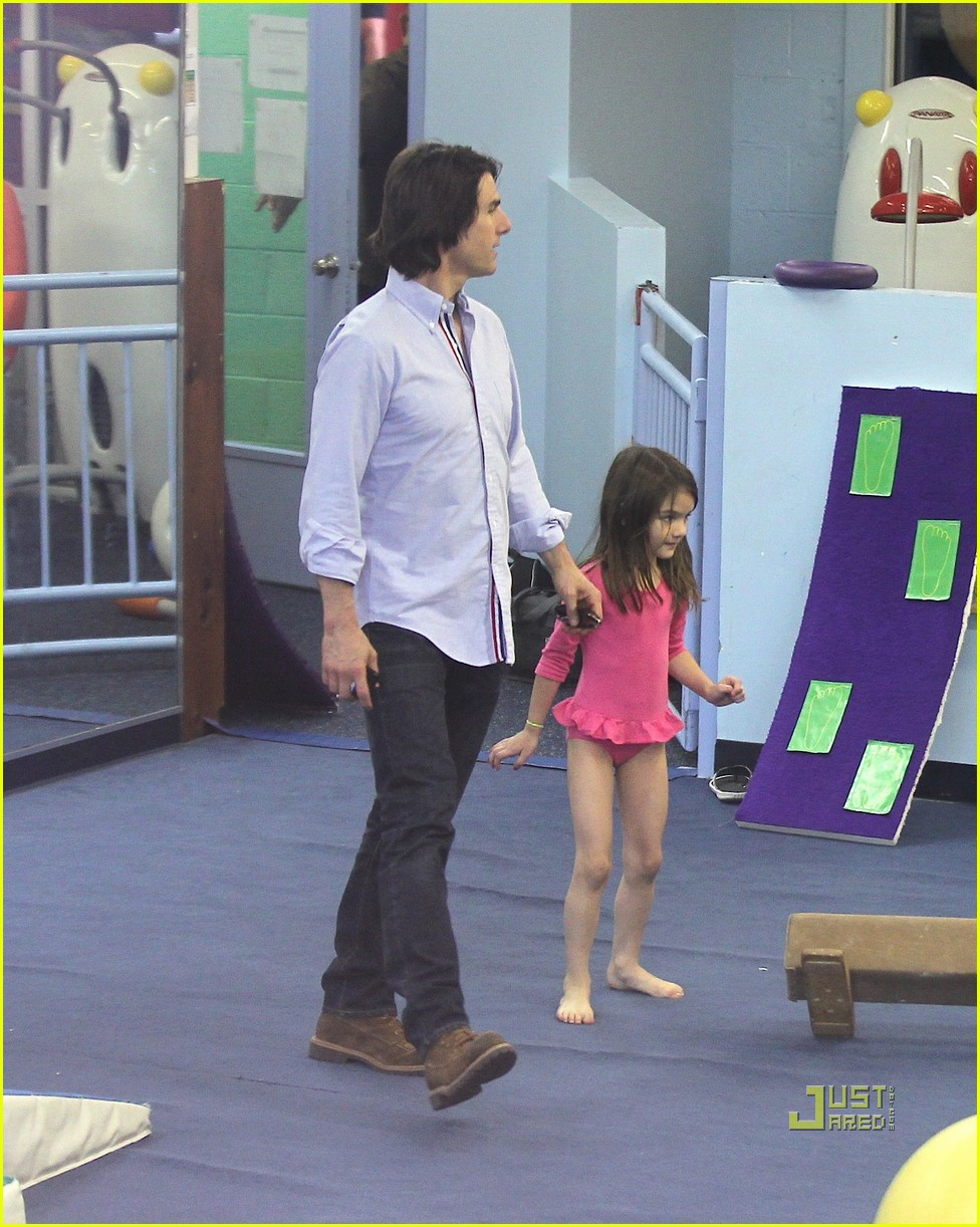 suri cruise gymnastics tom cruise katie holmes 02