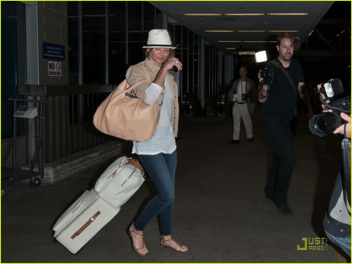 cameron diaz walks and talks at lax 072566934
