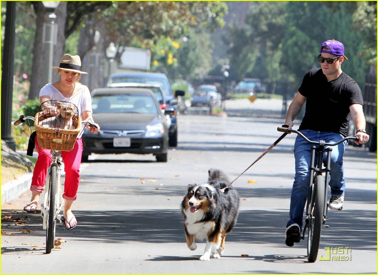 hilary duff mike bikes 142569928