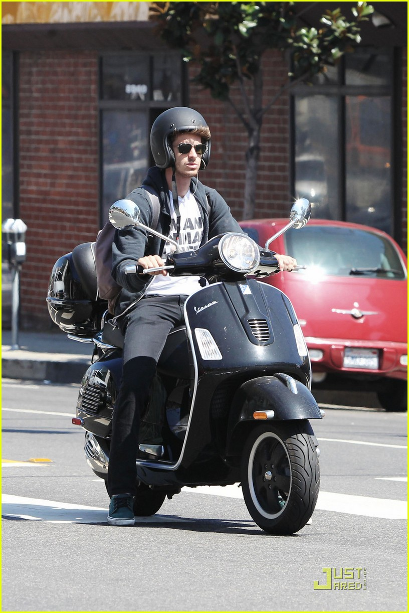 andrew garfield scooter 03