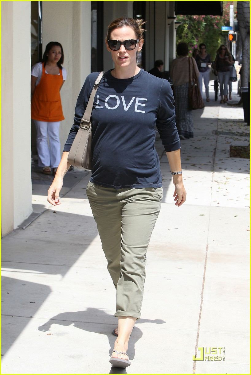 jennifer garner baby bump love 09