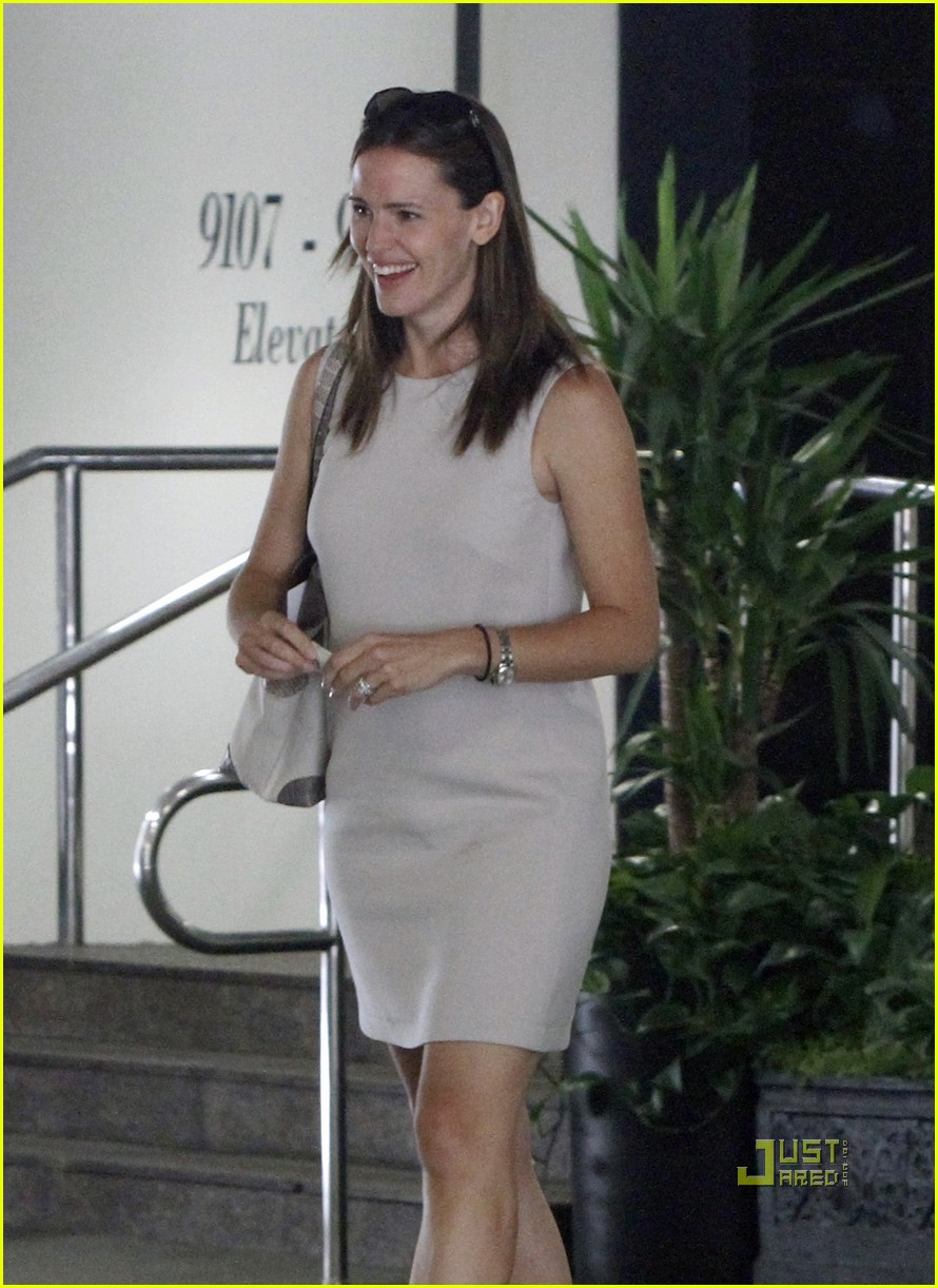 jennifer garner business meeting 06