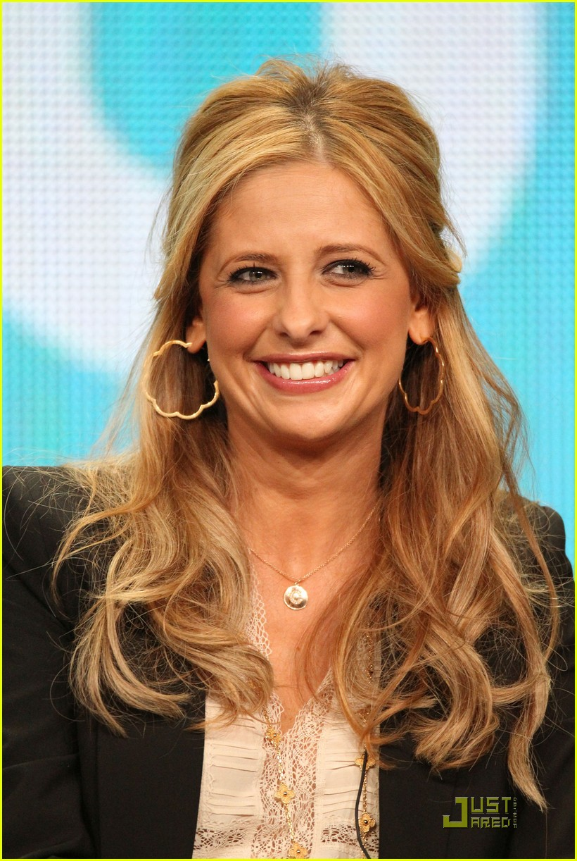 sarah michelle gellar cw party panel 02