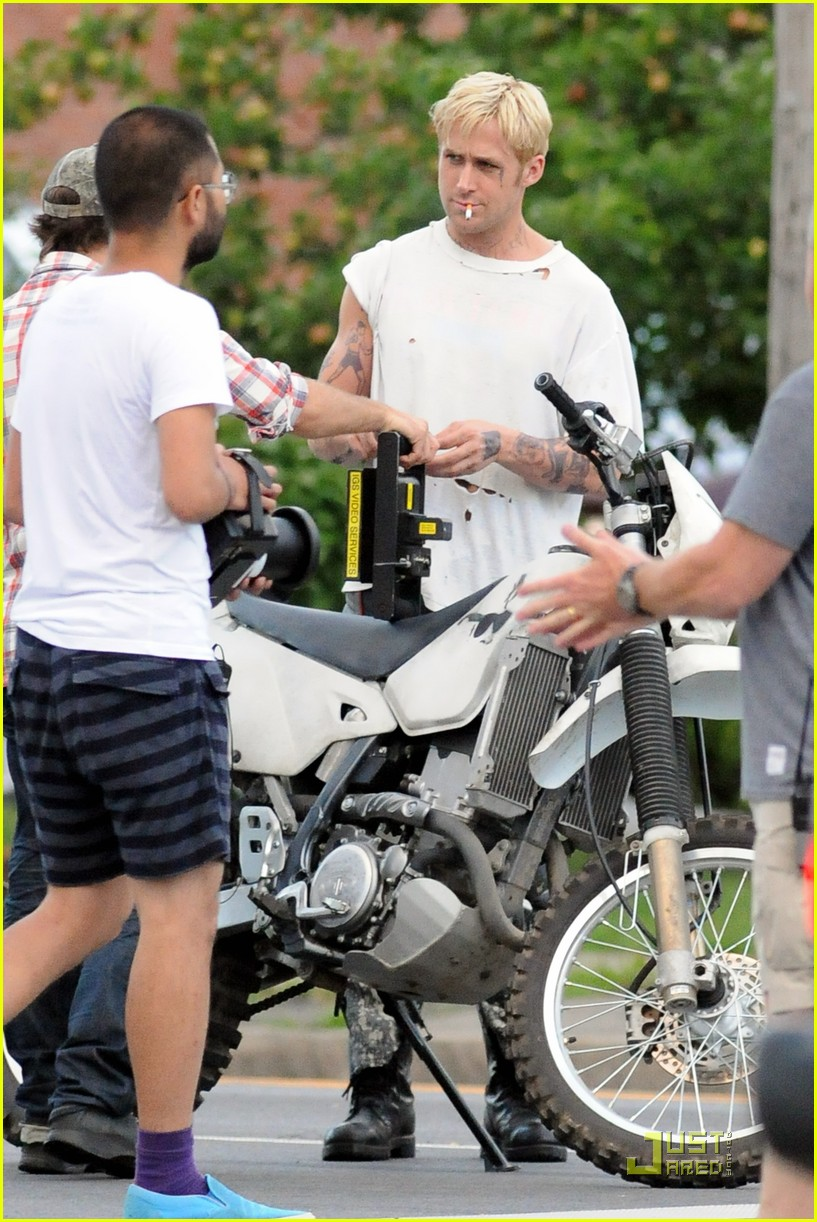 ryan gosling motorcycle pines 02
