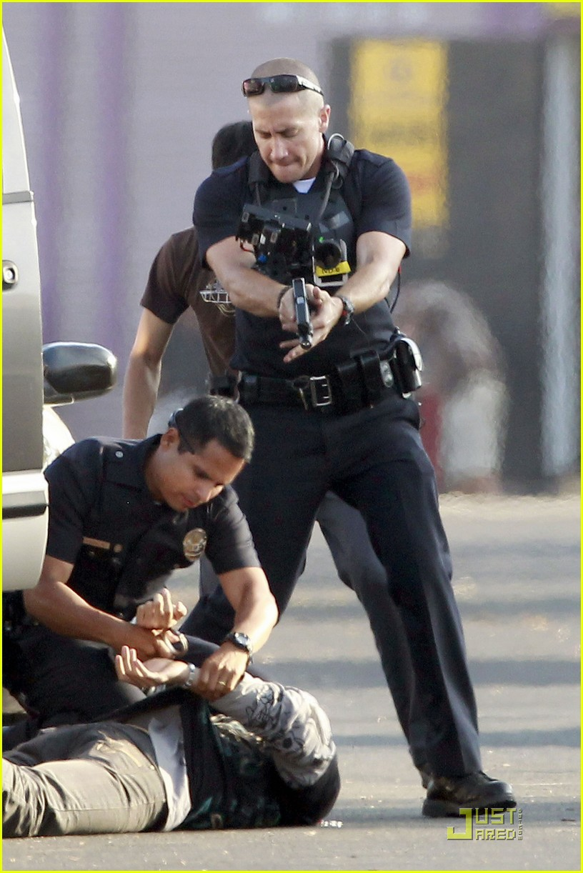 jake gyllenhaal america ferrera on set of end of watch 08