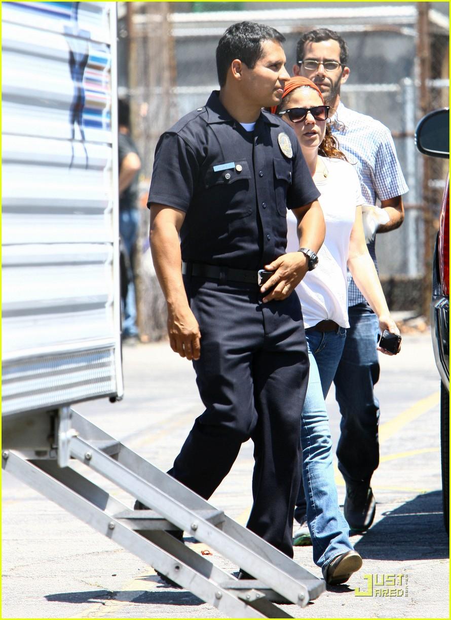 jake gyllenhaal end of watch with america ferrera 03