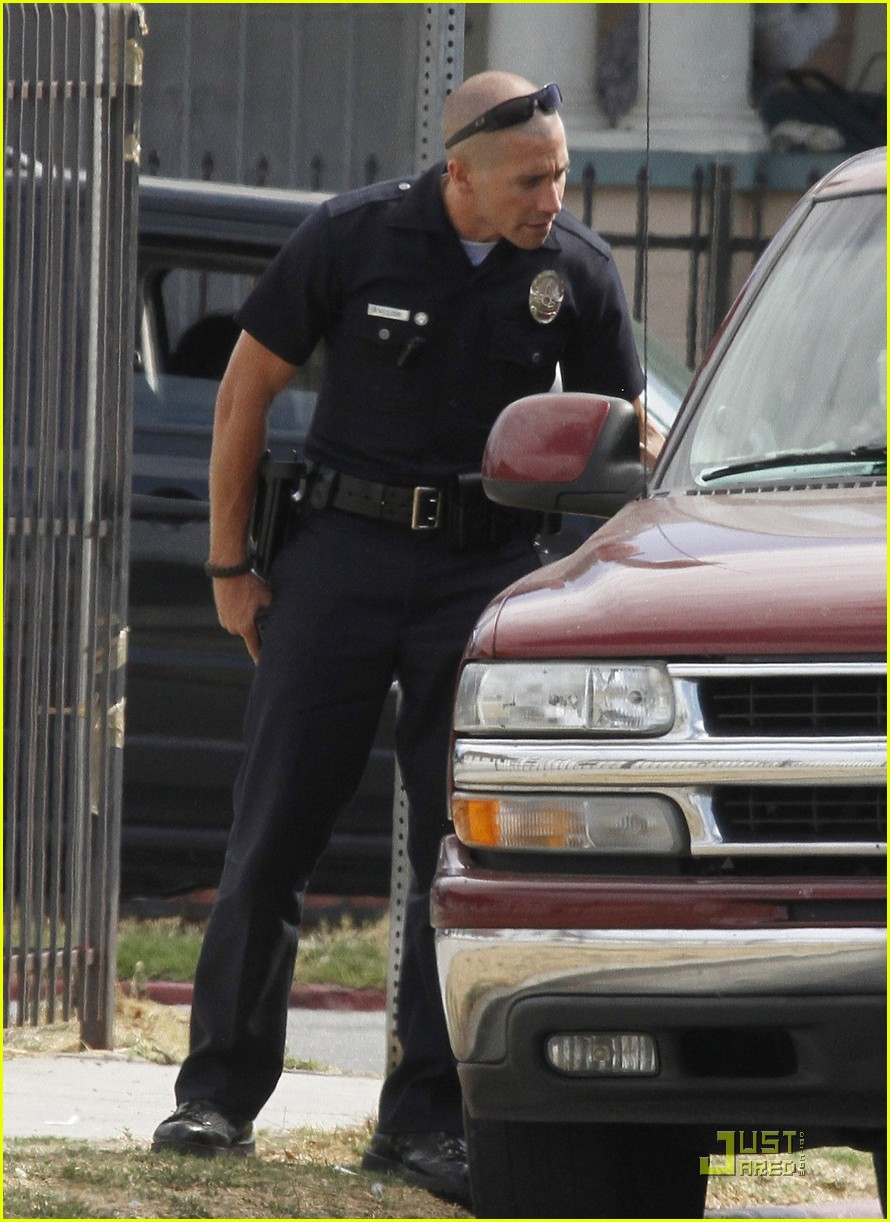 jake gyllenhaal guns out for end of watch 04