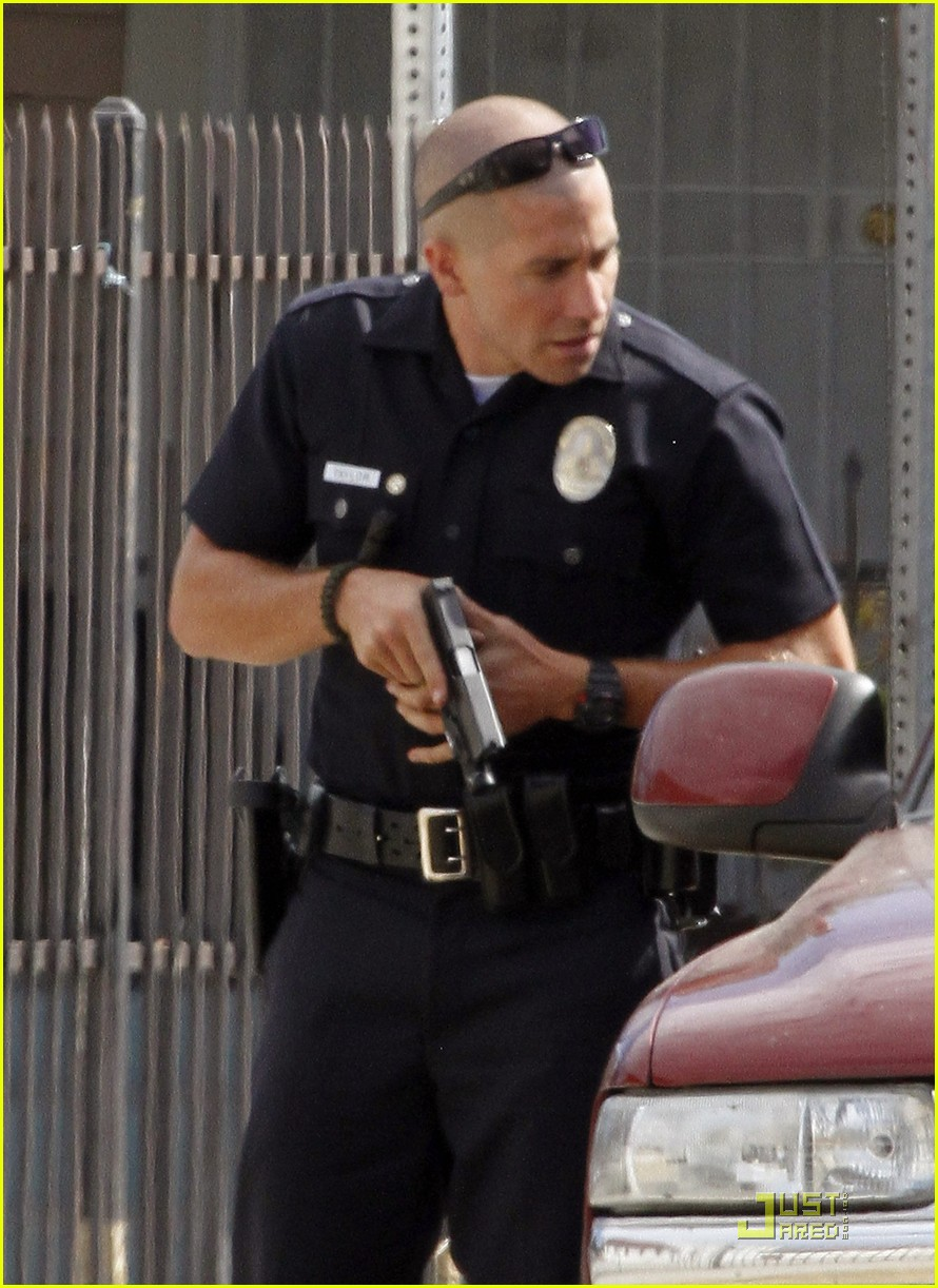 jake gyllenhaal guns out for end of watch 05